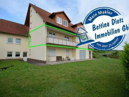 DIETZ: 4-Zimmer-Erdgeschosswohnung in Feldrandlage mit Terrasse, Garten und Balkon!