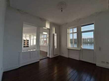 Erstbezug nach Sanierung: ansprechende 5-Zimmer-Wohnung mit Balkon direkt am Rhein