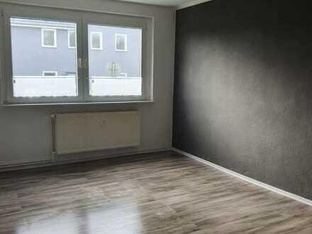 Preiswerte, modernisierte 3,5-Zimmer-Wohnung mit Einbauküche in Putliz