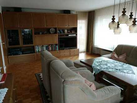 Modernisierte 4,5-Zimmer-Wohnung mit Balkon in Holzgerlingen