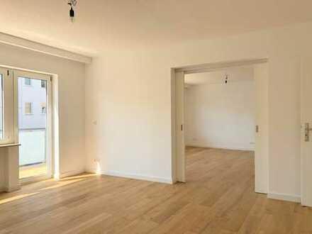 Komplett saniert + EBK + 2-3 Schlafzimmer + Balkon