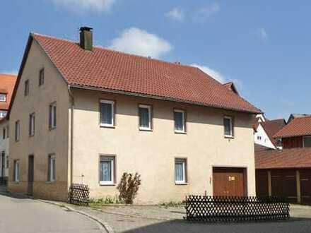 Solides Stadthaus mit Garten und Nebengebäuden