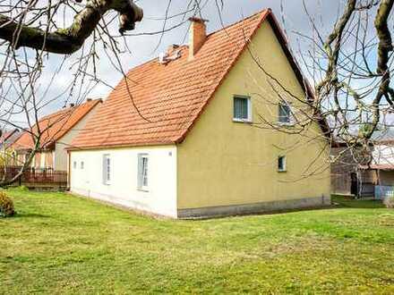 Abseits der großen Straßen - bezugsfreies Haus mit Scheune und großer Wiese