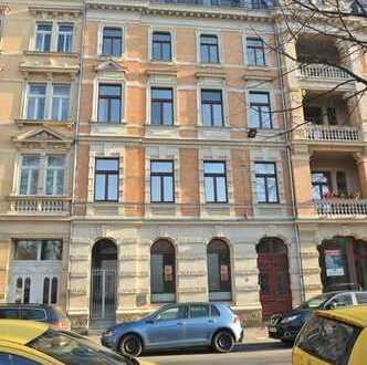 Frisch sanierte 1-Raum-Wohnung mit EKB und Blick auf den Römerplatz!