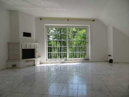 84qm helle & gepflegte 3 Raum Dachgeschosswohnung mit Carrara-Marmor, Loggia und Kamin