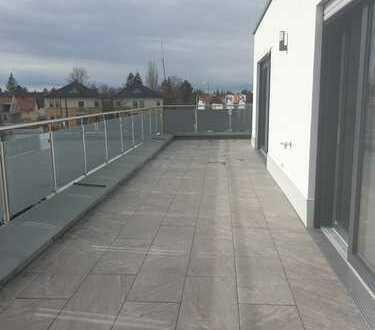Neubau! Exklusives 3-Zimmer-Penthouse mit 68 m² Rundum-Dachterrasse