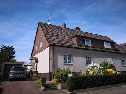 Doppelhaushälfte m. Garage prov.frei ab sofort zu verkaufen!