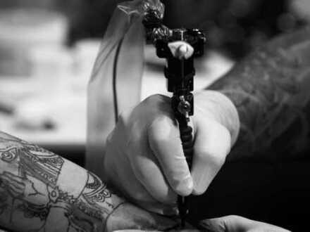 Gut laufendes Tattoostudio mit Einrichtung, Kundenstamm, Personal sucht Nachfolger/Geschäftsführer