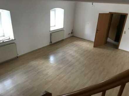 Schöne, geräumige drei Zimmer Wohnung in Dingolfing-Landau (Kreis), Dingolfing