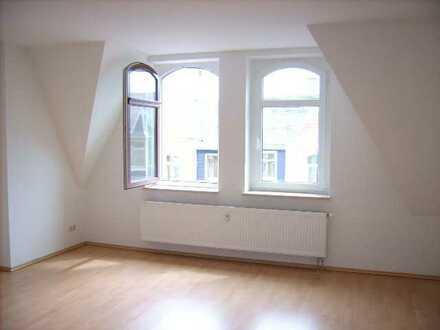 4 Zimmer-Etagen-Wohnung mit Balkon!