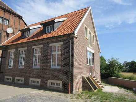 Exklusiv neu sanierte Wohnung/Haus mit EBK in einem unter Denkmalschutz stehenden ländlichen A