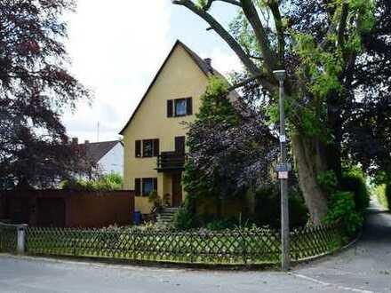 Großzügiges Herrenhaus aus den 30ger Jahren in ruhiger und zentraler Altdorf-Wohnlage