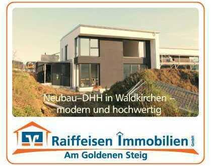 hochwertige Doppelhaushälfte mit Garage und Garten in Waldkirchen/Kapellenfeld