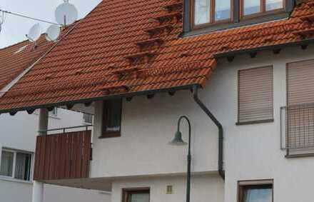 Top gepflegte 2,5 Zimmer Wohnung im 1.OG mit EBK, kl. Balkon sowie TG-Platz in 71126 Nebringen
