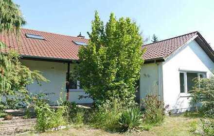 FREI! Großzügiges, saniertes Einfamilienhaus mit schönem Garten, 2 Bädern und Garage!