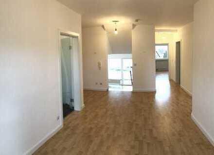 Stilvoll sanierte und großzügige 3,5 Zimmer-WHG mit EBK und Balkon in Kleinostheim