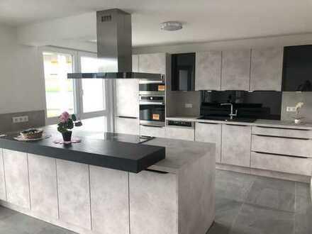 Erstbezug mit Einbauküche und Balkon: stilvolle 4-Zimmer-Wohnung in Sindelfingen