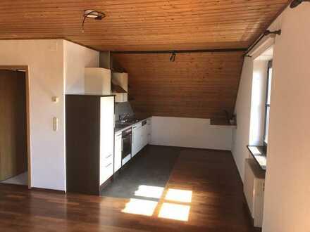Schöne, sonnige 2,5-Raum-Maisonett-Wohnung mit Balkon und Einbauküche 6 KM von Bayreuth