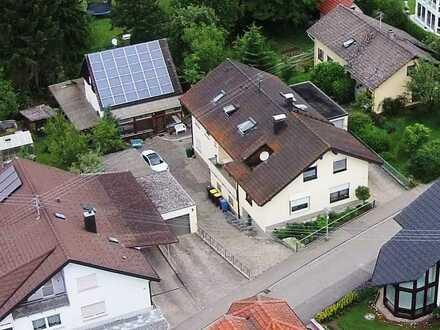 4 Zimmer Dachgeschosswohnung mit Keller und Garage in Top Lage