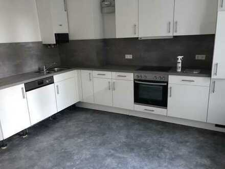 NEU! Döhren, frisch renoviert, Einbauküche, Balkon, Laminat neu