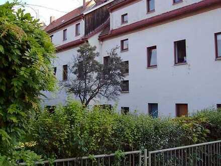 Schöne Dachgeschoss-Wohnung in zentraler Lage zu vermieten! Nähe Uni! Parkplatz direkt am Haus!