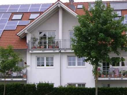 Helle und gepflegte 3-Zimmer-DG-Wohnung mit Balkon in Türkheim