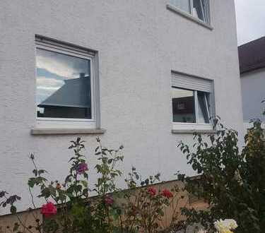 Stilvolle 3-Zimmer-EG-Wohnung mit Balkon und EBK in Denkendorf