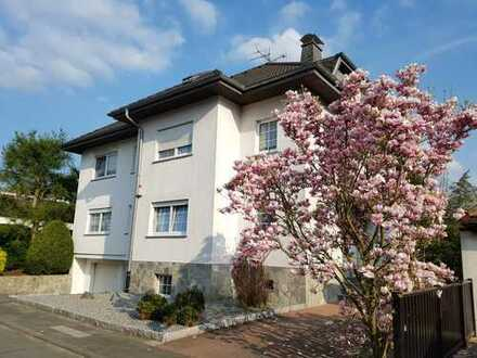 Stilvolle, neuwertige 3,5-Zimmer-Wohnung mit Balkon und EBK in Dreieich-Buchschlag