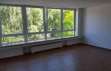 Schöne, geräumige Zwei-Zimmer KDB mit Südbalkon in Lindenthal
