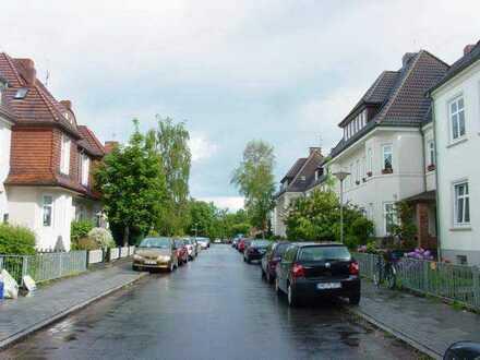 Schwachhausen zentral gelegene sanierte 3 Zimmer Altbauwohnung