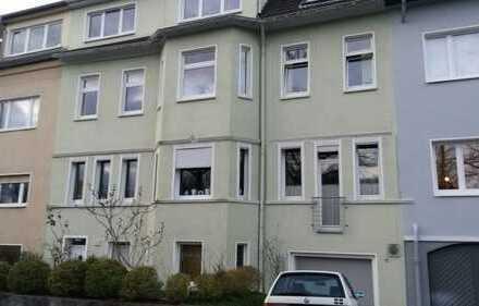 Schöne, geräumige vier Zimmer Wohnung in Essen, Holsterhausen