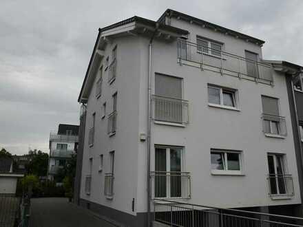 Neuwertige Dachgeschosswohnung mit vier Zimmern sowie Balkon und Einbauküche in Hamm