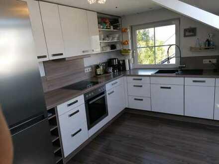 Sonnige, gepflegte 4-Zimmer-DG-Wohnung mit eigenem Garten