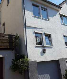 -Haus mit viel Potential und gr. Wohnfläche-renovierungsbedürftig