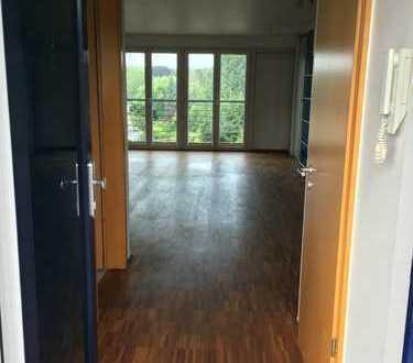 Stilvolle, geräumige 2-Zimmer-Maisonette-Wohnung mit Balkon und EBK, Köln