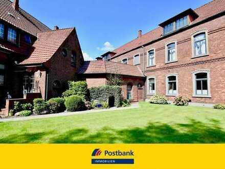 Hochwertig modernisierte Altbauwohnung mit eigenem Garten und Garage