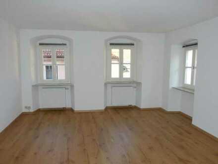 Tip-top, hell und großzügig: obere Etage in schönem Altstadthaus (Laden im EG): 3ZKB, etc.! Frei!