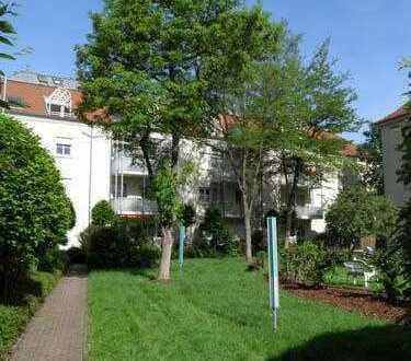 * schöne und helle 2-Zimmer-Wohnung mit Balkon *
