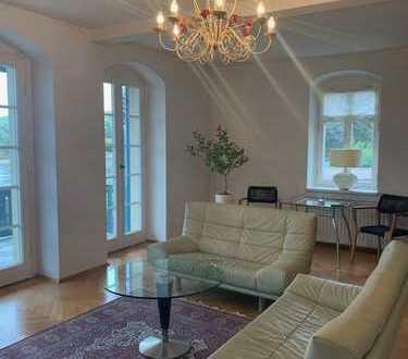 Traumhafte 2 Raumwohnung mit Terasse in denkmalgeschützter Villa mit Blick auf die Elbe