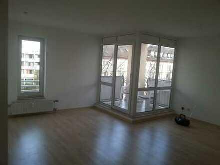 Gepflegte, helle 2-Zimmer-Wohnung mit Balkon und Einbauküche in Bad Kreuznach