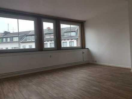Ansprechende, modernisierte 2-Zimmer-DG-Wohnung am Markt in Erkelenz
