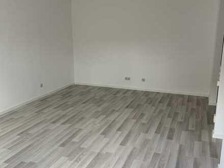 Frisch renovierte 1 Zimmerwohnung mit Terrasse in Stuttgart-Hohenheim ( für 1 Person )