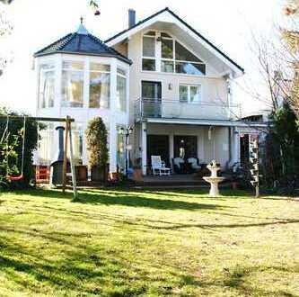 Wunderschöne & großzügige Villa | Fahrstuhl | Sonnengrundstück | ruhig gelegen | im Alleinauftrag