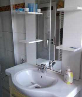 schönes teilmöbliertes WG-Zimmer mit Waschmaschine und Spülmaschine