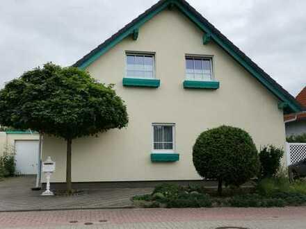 Schöne 3 Zimmerwohnung im Grünen mit großem Garten und Balkon in zentraler Lage