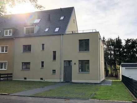 Neubau/ Erstbezug nach Kernsanierung: hochwertige 4-Zi-Terrassenwhg mit EBK und Garten in Küppersteg