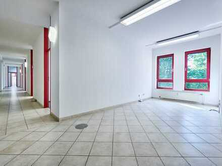 155 m2 helle Büroräume im 2. Obergeschoss mit Aufzug, Büro oder Praxisgemeinschaft wäre auch möglich