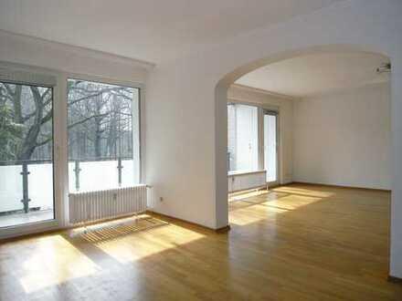 Gepflegte 3-Raum-Wohnung mit 2 Balkonen und Einbauküche direkt am Stadtpark
