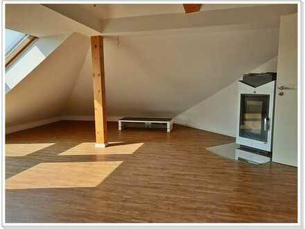Kleine Wohneinheit***3 Zi. DG Wohnung mit EBK in ruhiger und zentraler Lage von Osthofen