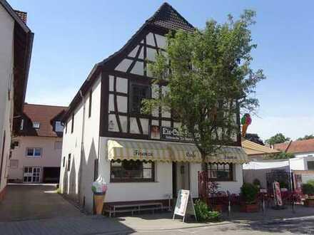 Eiscafé mit Wohnhaus und Bauplatz zum Verkauf!